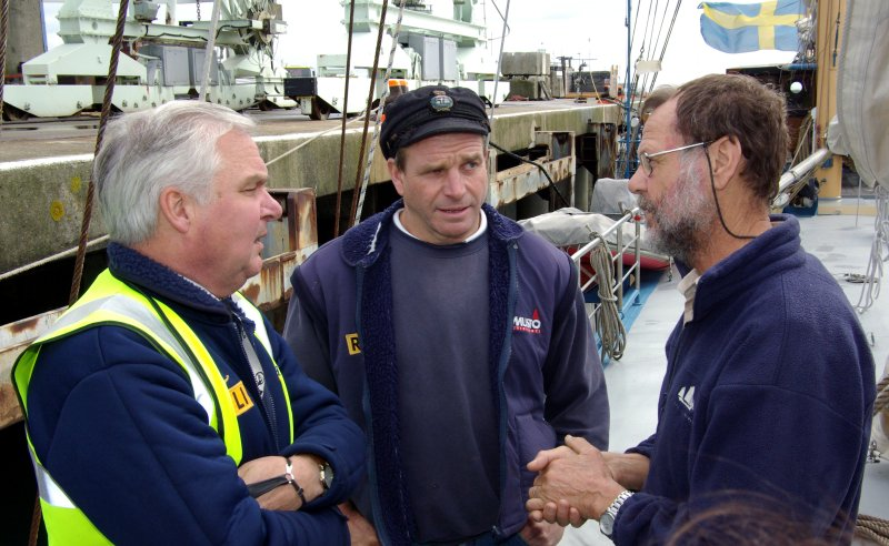 Alva's Captain (R) thanks Guernsey's Harbour master (L) and Lifeboat Coxwain for their rescue Pic by Tony Rive 06-10-08