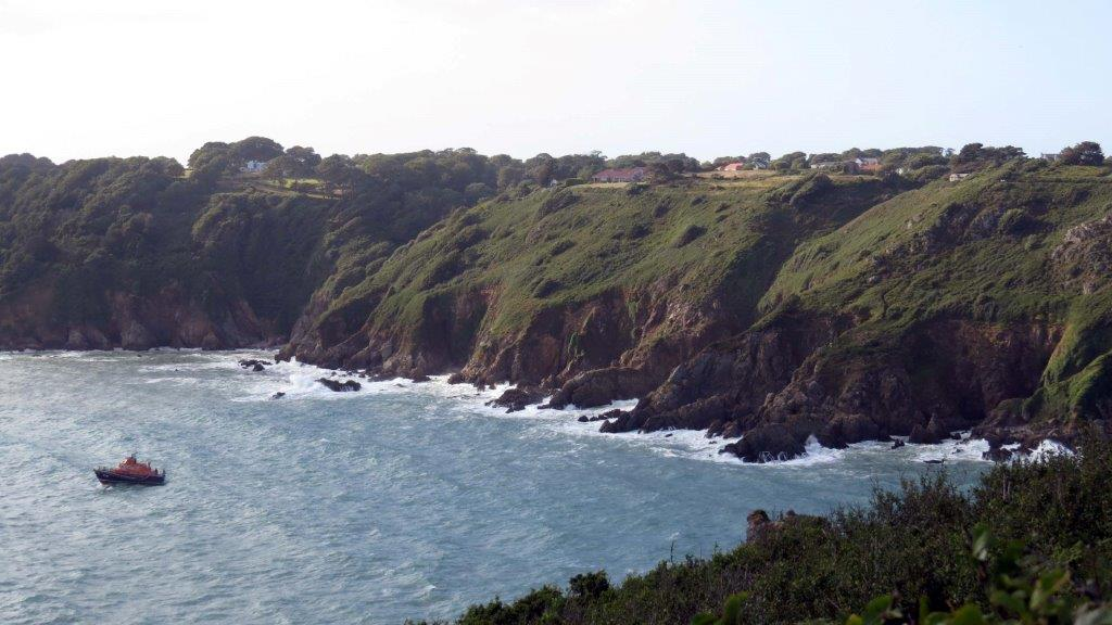Cliff Rescue of two men from Cliff''s on Guernsey's south coast 10-08-14 Pic by Tony Rive (13).jpg