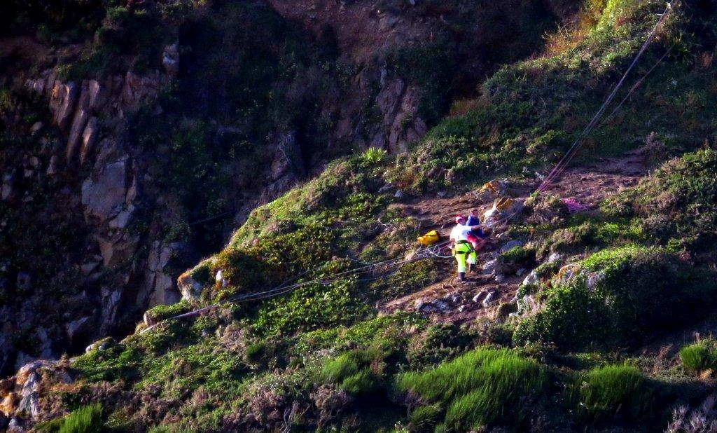 Cliff Rescue of two men from Cliff''s on Guernsey's south coast 10-08-14 Pic by Tony Rive (16).jpg
