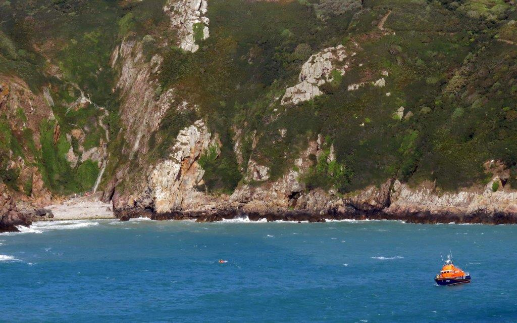 Cliff Rescue of two men from Cliff''s on Guernsey's south coast 10-08-14 Pic by Tony Rive (2).jpg