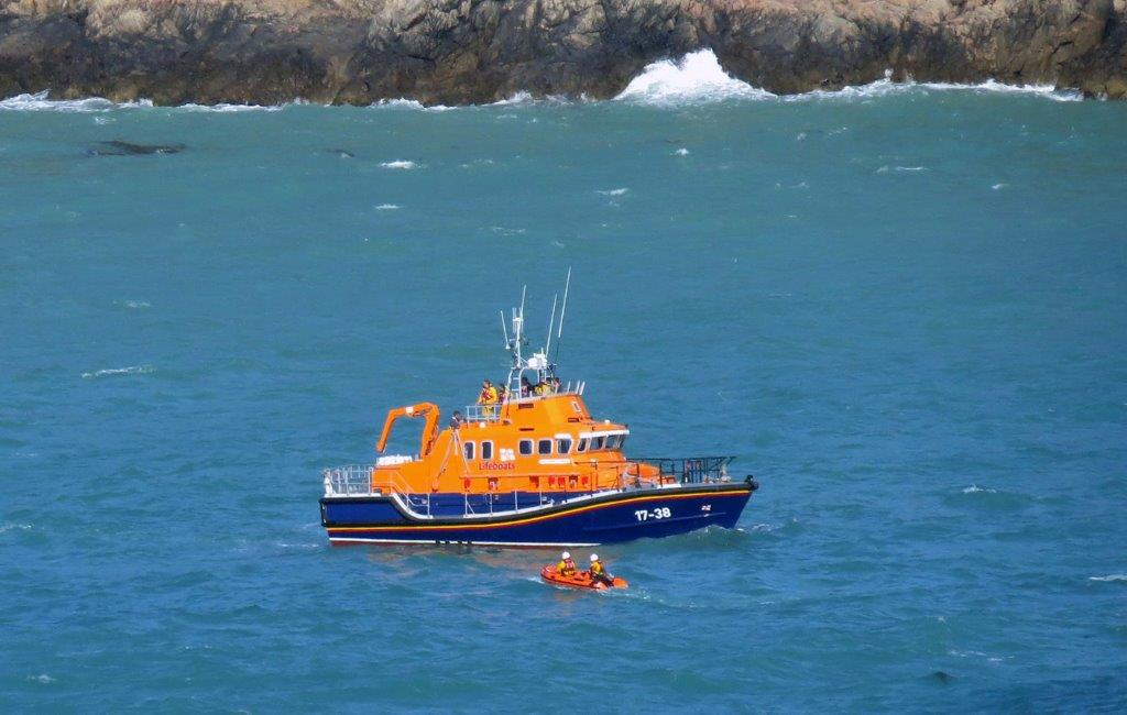 Cliff Rescue of two men from Cliff''s on Guernsey's south coast 10-08-14 Pic by Tony Rive (3).jpg