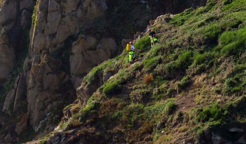 Cliff Rescue of two men from Cliff''s on Guernsey's south coast 10-08-14 Pic by Tony Rive (8).jpg
