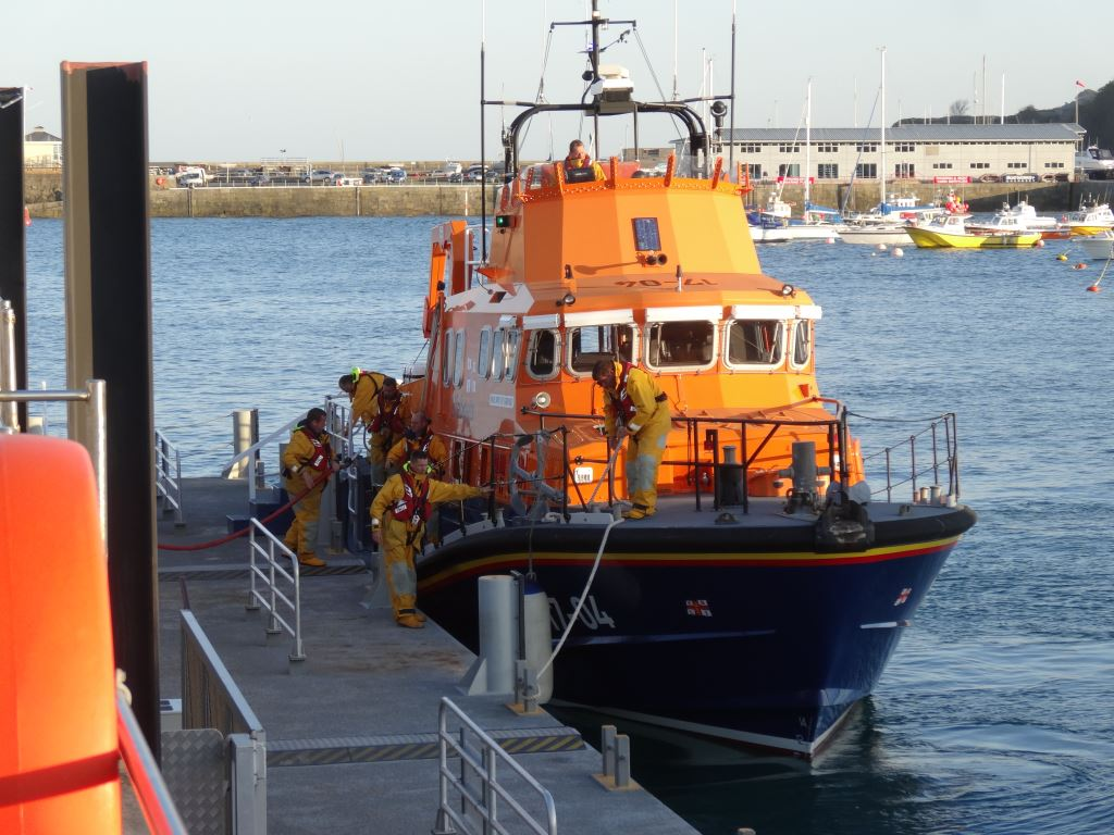 St Peter Port lifeboat refuelling after a shout