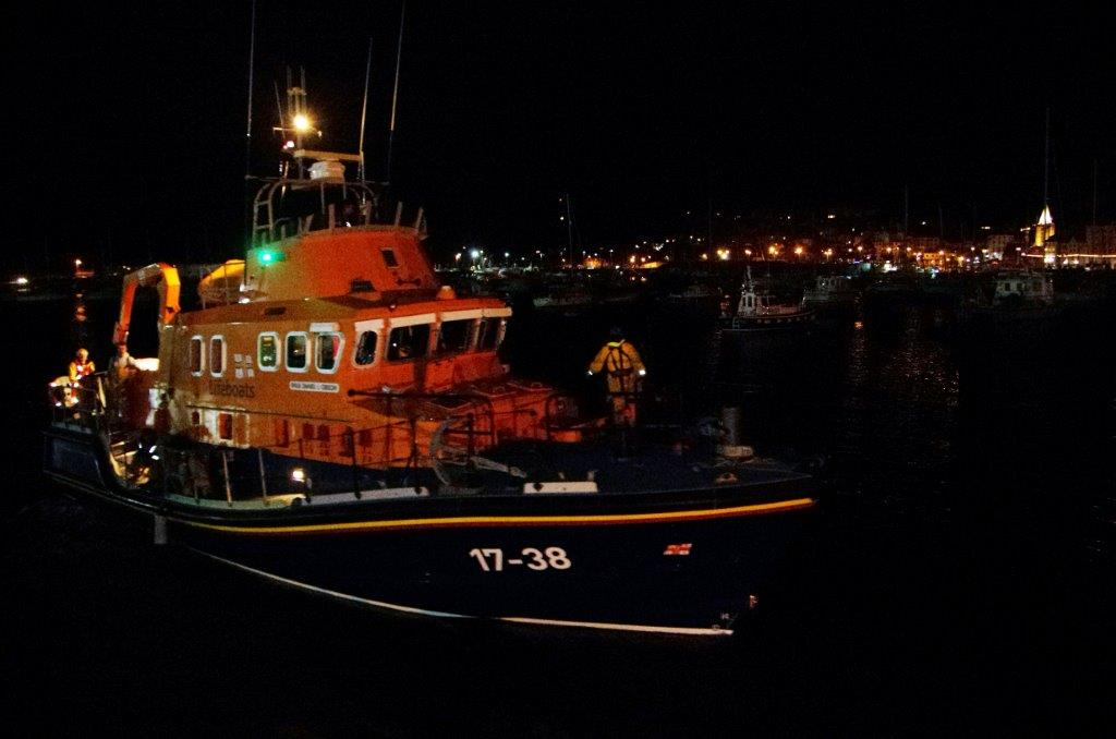 Daniel L Gibson returning to it's mooring after the rescue 28-08-13 Pic by Tony Rive.jpg