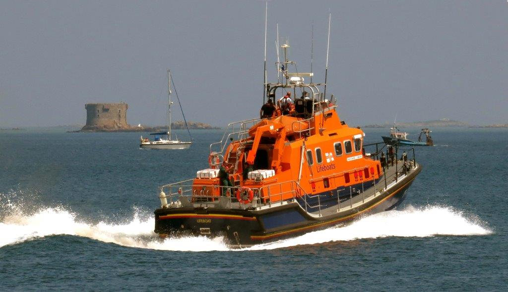 Lifeboat Daniel L Gibson heads out of St Peter Port for a Medivac from Sark 19-06-14 Pic by Tony Rive (2).jpg
