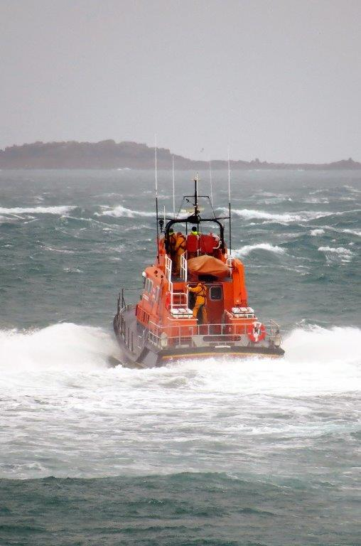 Lifeboat Spirit of Guernsey leaving St Peter Port on a shout to the West coast 22-12-15 Pic by Tony Rive (6)
