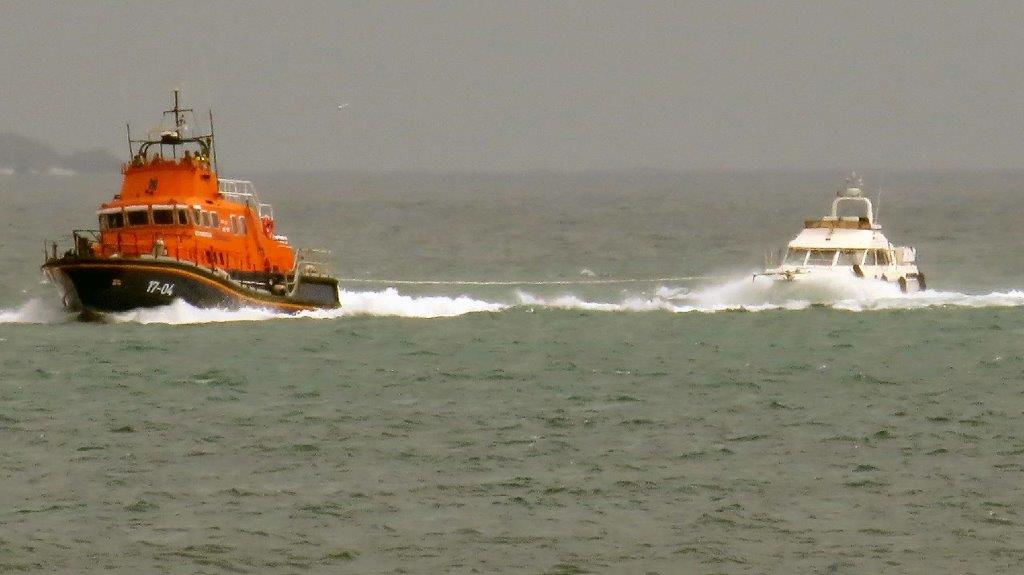 Lifeboat Spirit of Guernsey towing Fair Douze to St Peter Port 10-07-16 Pic by Tony Rive (1)