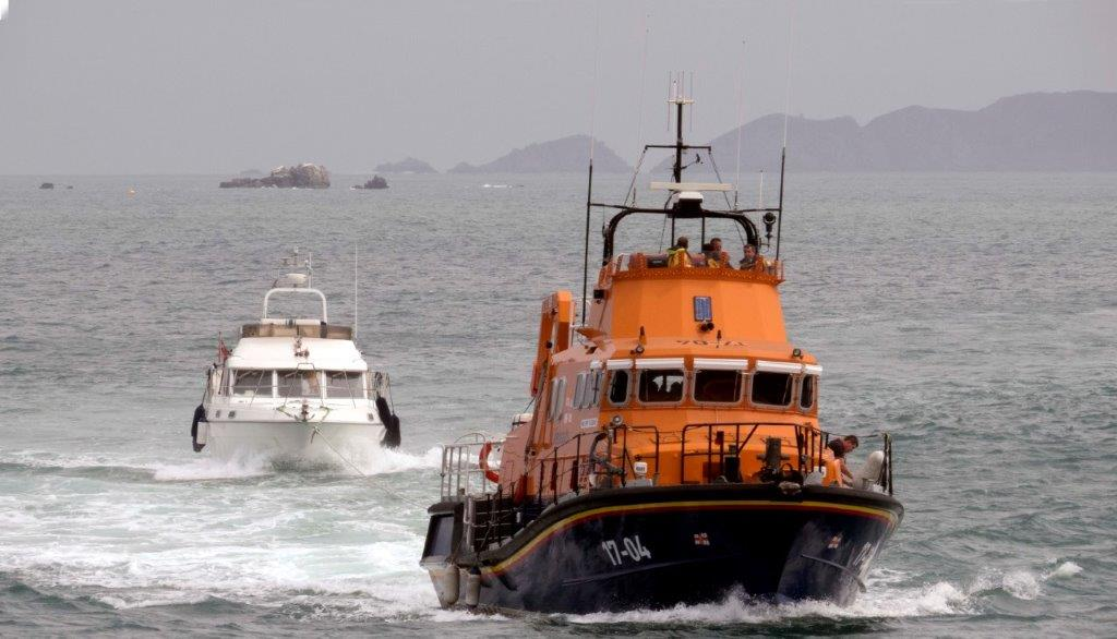 Lifeboat Spirit of Guernsey towing Fair Douze to St Peter Port 10-07-16 Pic by Tony Rive (3)