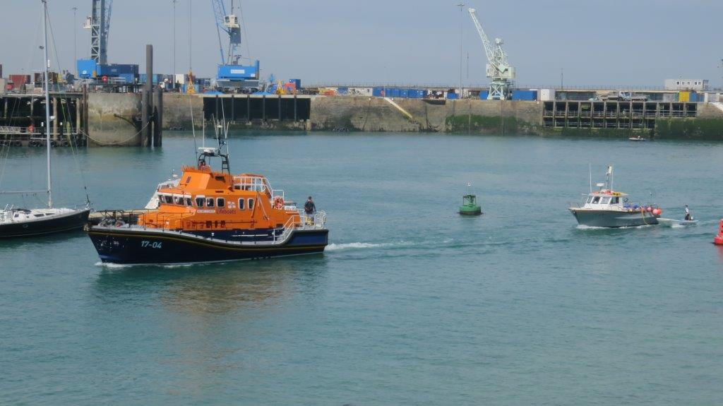 Spirit of Guernsey towing the local Fishing boat Discovery into St Peter Port 30-05-14 Pic by Tony Rive (3).jpg