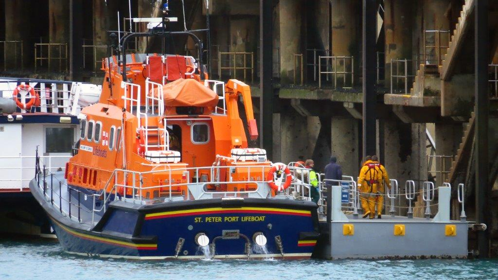 Spirit of Guernsy alongside the Inter Island Quay after a Medi-vac from Herm 09-12-14 Pic by Tony Rive (3).jpg