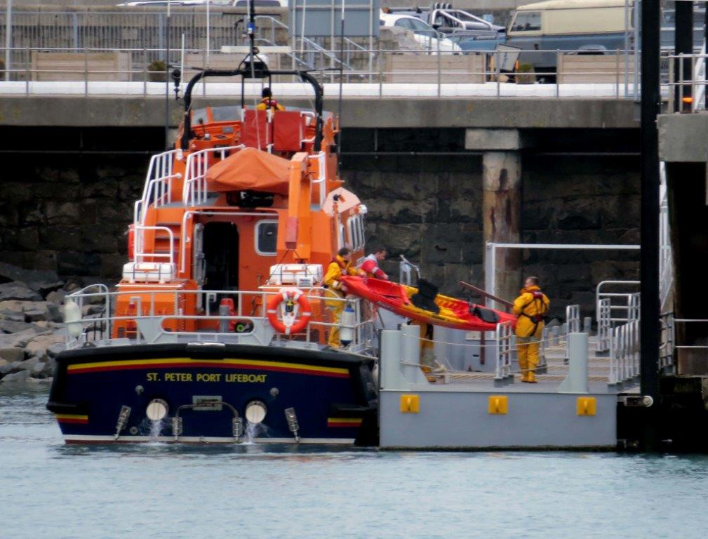 The Crew of the Lifeboat removes the Kayak onto the Inter Islasnd Quay Pontoon 17-03-14 Pic by Tony Rive.jpg