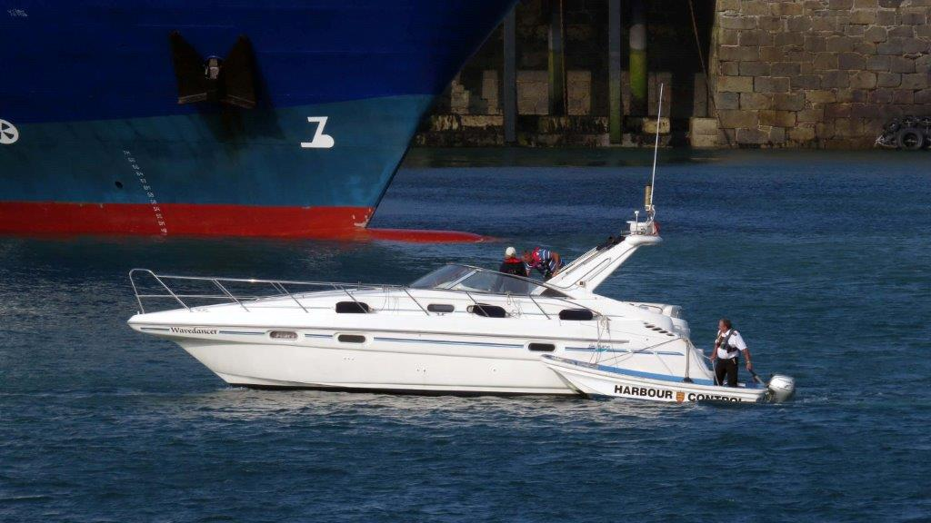 Wavedancer being towed to the Swan Pontoons Shout (1) 15-09-14 Pic by Tony Rive