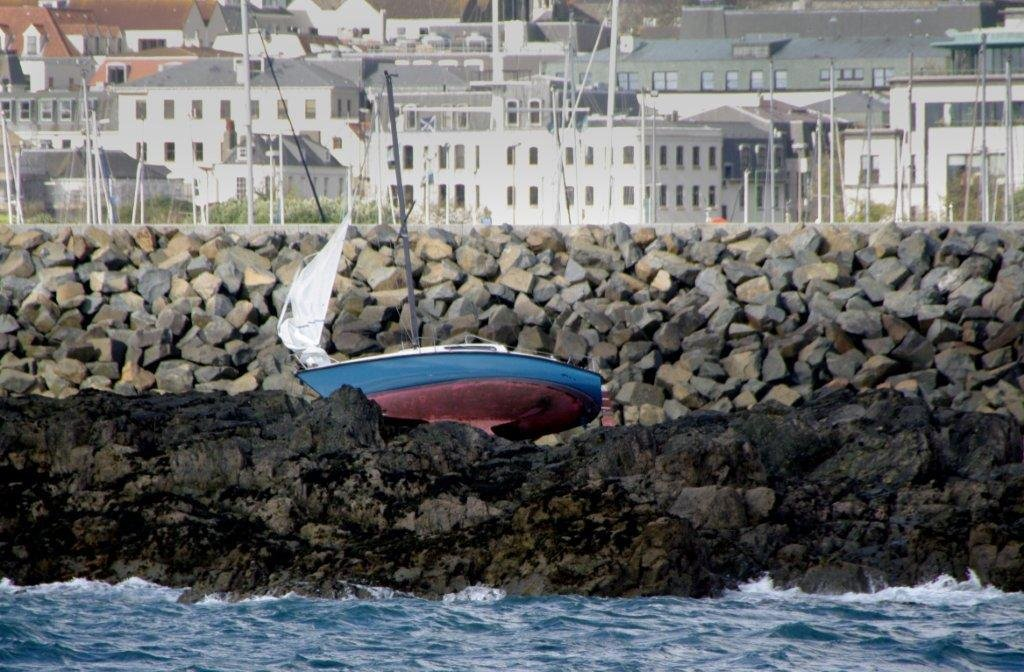 Yacht Ardel high and dry on Goubeau Reef between St Peter Port harbour and QEII Marina 15-04-12 Pic by Tony Rive (6)