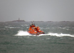 Lifeboat Spirit of Guernsey leaving St Peter Port on a shout to the West coast 22-12-15 Pic by Tony Rive (8)